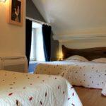 Chambre à trois lit dans le gîte la maison du garde